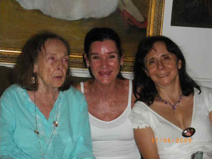 Anna Rubau met Romana en Sari